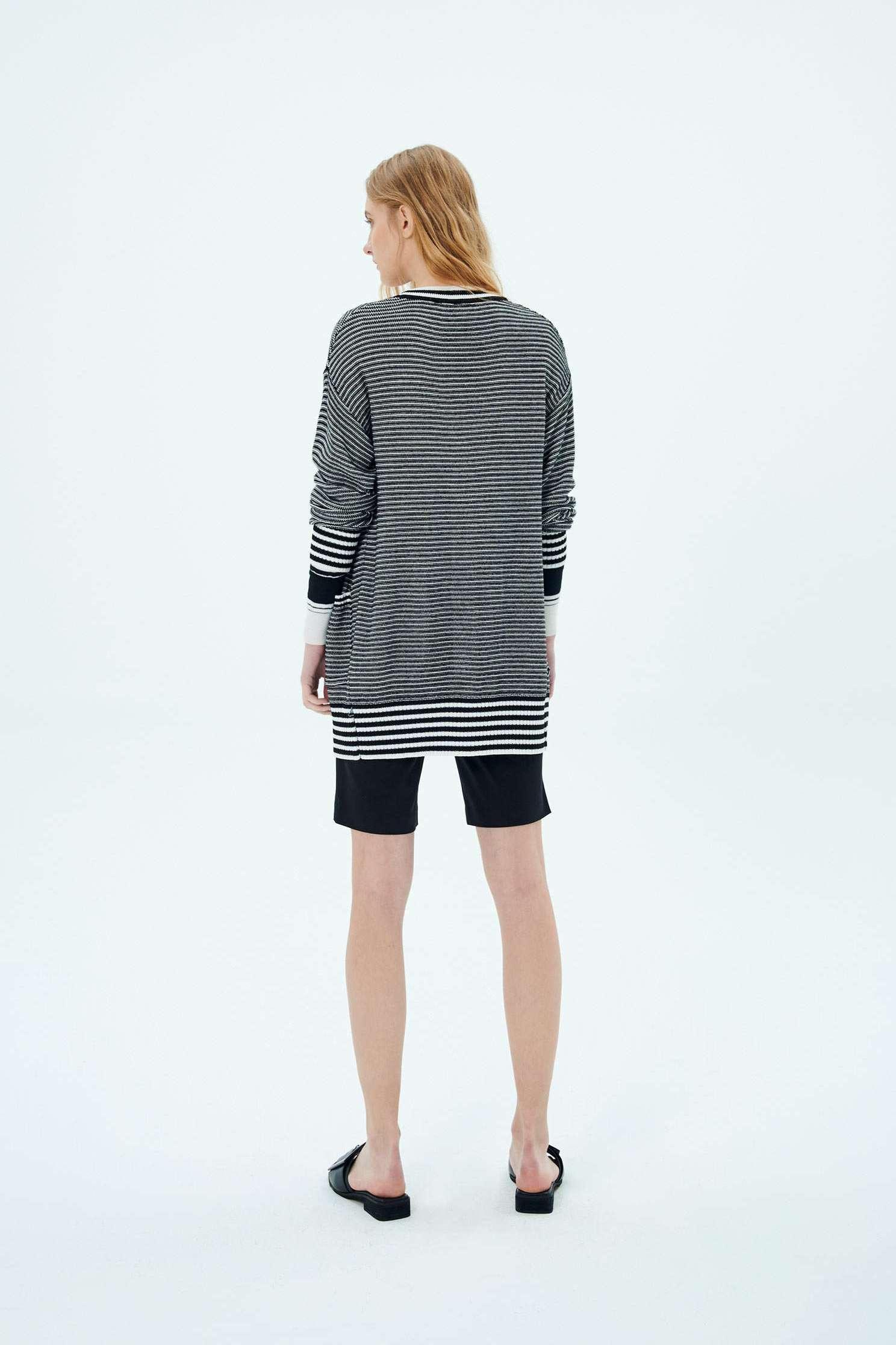gradual striped knitted jacket,Outerwear,Rayon,Season (SS) Look,Stripe,Season (AW) Look,Knitted,Knitted coats,Overcoats,Long sleeve outerwear,Black outerwear