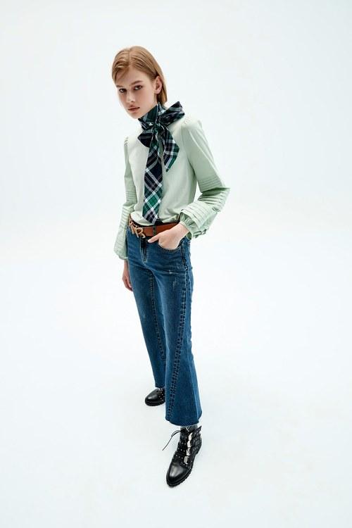 Slim flared jeans