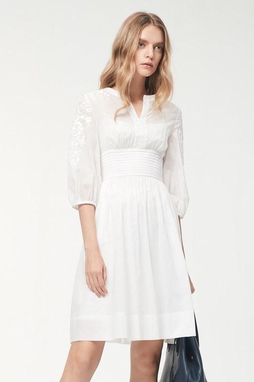 Elegant! Delicate embroidered waist design dress