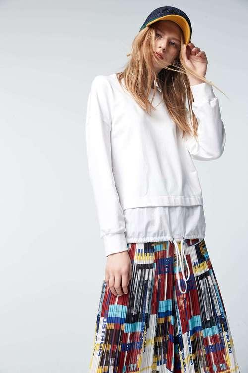 Round-collar long-sleeved T-shirt