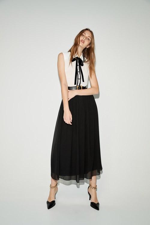 Wide waist flowing long skirt
