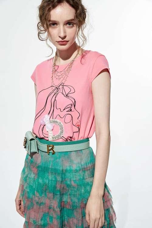 Girl with earrings print T-shirt
